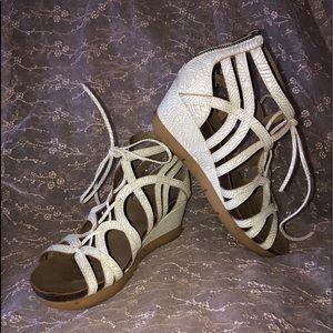 Axxiom wedge sandals white size 9